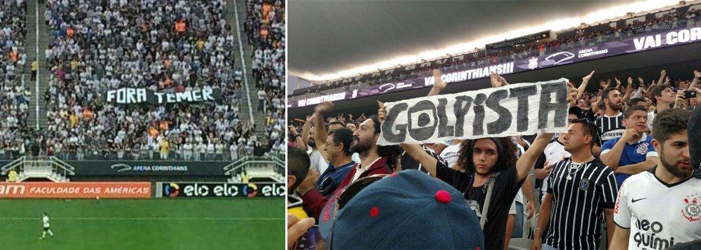 Na arquibancada lotada no estádio Itaquerão, na capital paulista, neste domingo, torcedores exibiam cartazes pedindo 'fora, Temer' e chamando a Rede Globo de 'golpista'; o ato foi articulado pelo Levante Popular da Juventude e pelo Coletivo Democracia Corinthiana