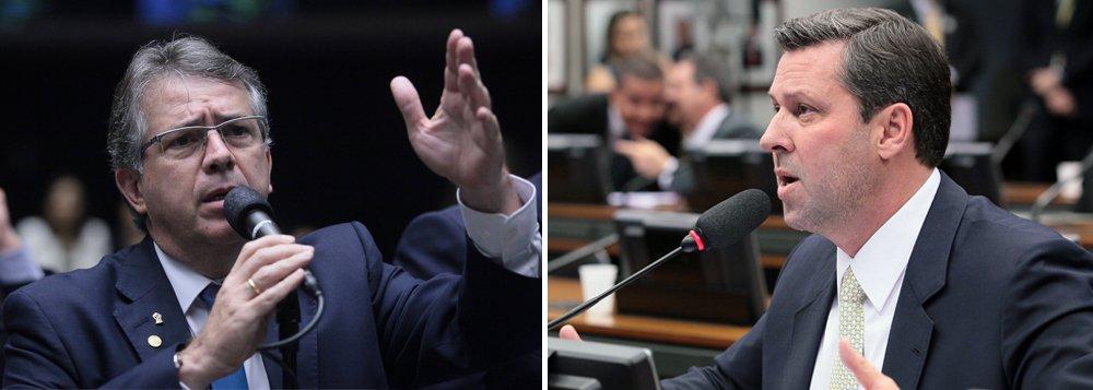 """O presidente da comissão anticorrupção da Câmara, deputado Joaquim Passarinho (PSD-PA), disse considerar uma tentativa de """"golpe"""" e uma atitude """"lamentável"""" a inclusão na pauta de votações um projeto estabelecendo a anistia para políticos e empresas que fizeram uso de caixa 2 nas eleições passadas, na noite desta segunda-feira na Câmara; ex-líder do PSDB Carlos Sampaio (SP) é apontado como um dos responsáveis pela articulação para incluir o texto no projeto; o tucano nega"""