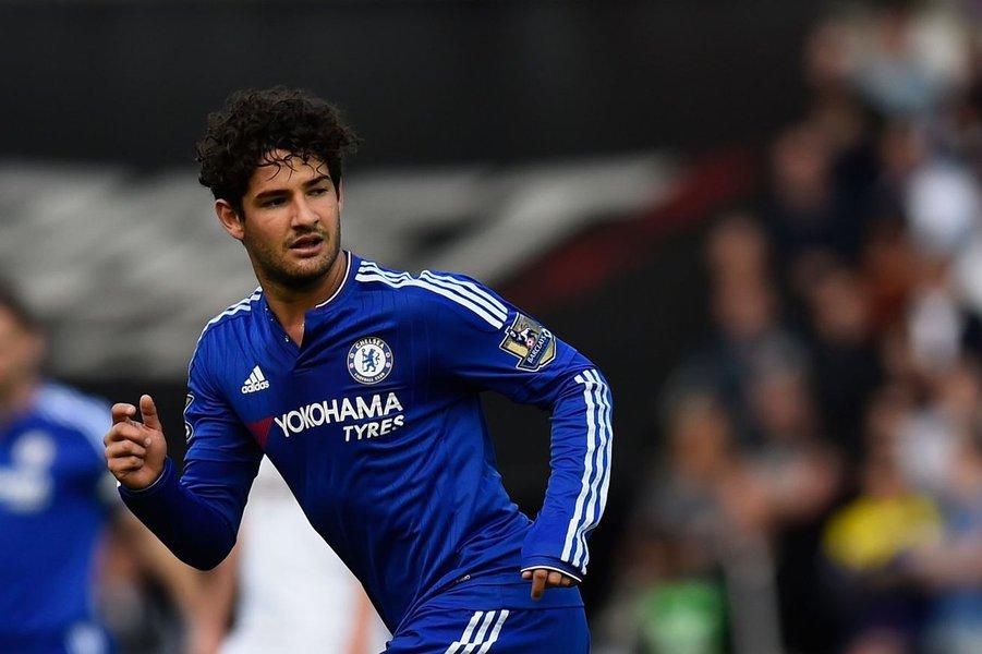 Chelsea decidiu não renovar os contratos dos atacantes Radamel Falcao García e Alexandre Pato e do goleiro Marco Amelia, informou o time do Campeonato Inglês em seu site oficial nesta sexta-feira