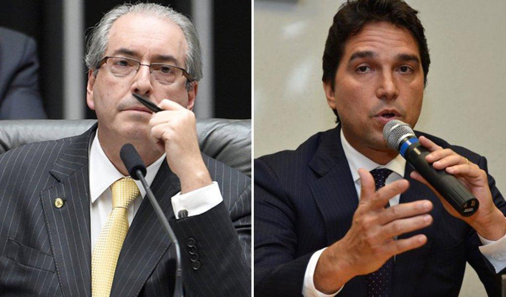 """Ex-vice-presidente da Caixa, Fábio Cleto disse em delação premiada que recebeu um total de R$ 7,3 milhões em propina de dez empresas, em troca da liberação de recursos do Fundo de Investimento do FGTS (FI-FGTS) para essas empresas; Eduardo Cunha, presidente afastado da Câmara dos Deputados,ficaria com pelo menos R$ 90 milhões do esquema; ele afirmou ainda que Cunha controlava a contabilidade da corrupção: """"Depois de aprovada uma operação, em que fora solicitado apoio ao depoente, Eduardo Cunha avisava se havia o pagamento de propina e, em caso positivo, quanto havia sido cobrado da empresa"""""""