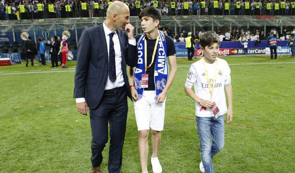 Graças à decisão da Corte Arbitral do Esporte (CAS), que atendeu a um recurso do Real Madrid, oito jogadores, inclusive os filhos do treinador francês Zinedine Zidane, Theo e Elyaz, podem jogar em seus respectivos times de base até que se tenha uma posição definitiva a respeito da apelação