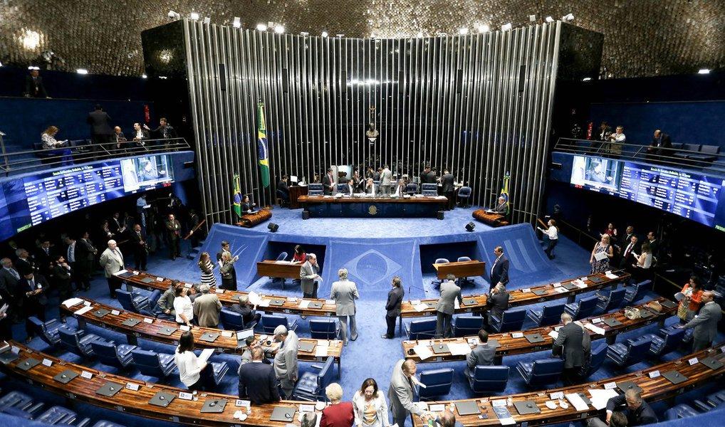 A Comissão Especial do Impeachment aprovou nesta quarta (22) um novo cronograma de trabalho, tendo em vista o número de testemunhas ouvidas, acima do previsto; até agora, já foram ouvidas 31 testemunhas, sendo seis de acusação e o restante, de defesa; a atual fase, de depoimentos, pode ser encerrada no dia 4 de agosto, e o julgamento final do processo pode ocorrer a partir do dia 9 do mesmo mês; o depoimento da presidente Dilma Rousseff está marcado para o dia 6 de julho , mas ela não é obrigada a comparecer à comissão