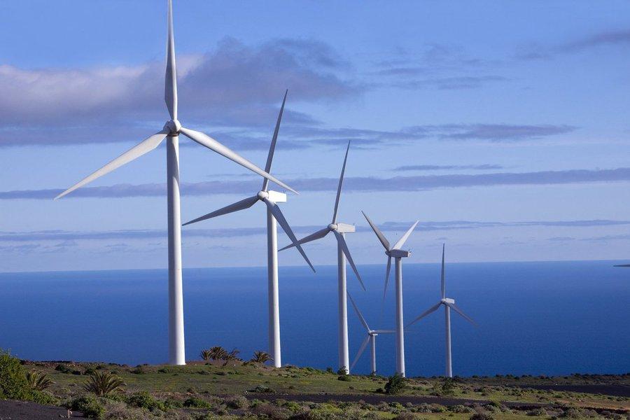 O BNDES aprovou financiamento de R$ 353,5 milhões para a construção de quatro centrais eólicas no município de Trairi, localizado no Litoral Oeste do Estado. A previsão é que os equipamentos entrem em operação no segundo semestre deste ano