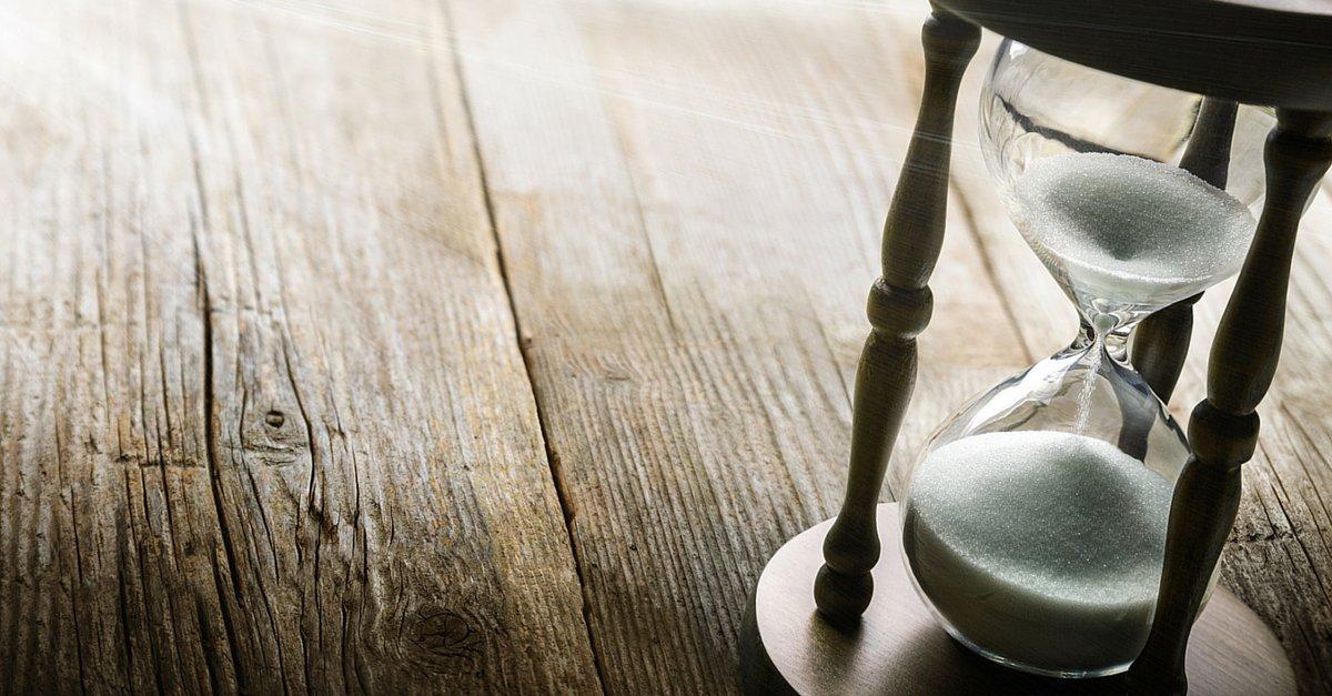 Nenhum negócio é 100% produtivo o dia todo, todos os dias; existe aquele momento em que funcionários irão parar para tomar um café e discutirão sobre o jogo da noite passada; mas existem algumas ocupações que são apenas perde de tempo como reuniões inúteis, pois em diversas pesquisas, funcionários listam reuniões como um dos maiores desperdícios de tempo dentro de qualquer empresa. Isso inclui de reuniões desnecessárias até aquelas que tomam mais tempo do que deveriam; outra coisa são processos ultrapassados; empresas ainda desperdiçam tempo fazendo coisas da mesma maneira que faziam 10 anos atrás; confira