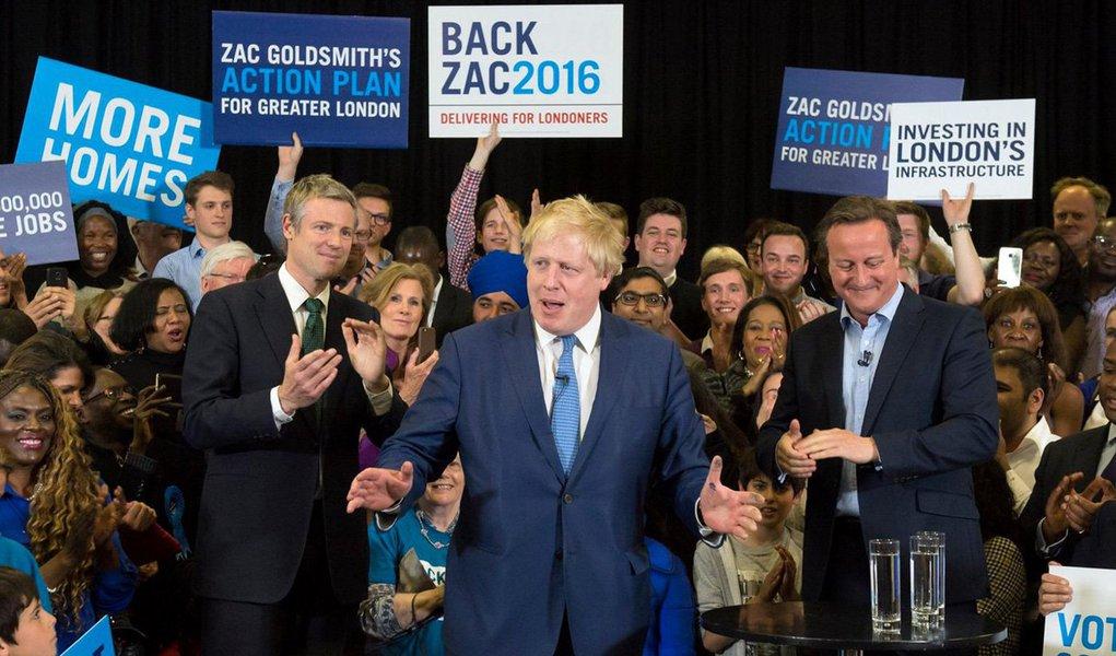 """Ex-prefeito de Londres Boris Johnson surpreendeu ao fazer um pronunciamento afirmando que não concorrerá ao cargo de líder do Partido Conservador e, consequententemente, ao posto de sucessor do primeiro-ministro David Cameron; """"Não vou me candidatar à liderança do Tory [Conservadores]. Consultei amigos e, tendo em vista as circunstâncias do Parlamento, concluí que essa pessoa não pode ser eu"""", disse Johson; ele foi o principal líder da campanha pela saída do Reino Unido da União Europeia e era era apontado como o novo premier britânico"""