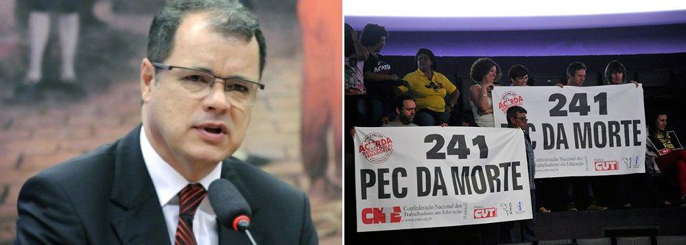 """Para a Associação dos Magistrados Brasileiros (AMB), presidida porJoão Ricardo Costa, a aprovação da Proposta de Emenda à Constituição que congela por 20 anos os gastos públicos do Brasil irá """"ferir a autonomia entre os Poderes""""; no entendimento da associação, a aprovação da medida é """"uma punição à sociedade, quando impõe aos cidadãos um regime fiscal severo com o intuito de pagar uma conta que chegou devido a anos de corrupção"""""""