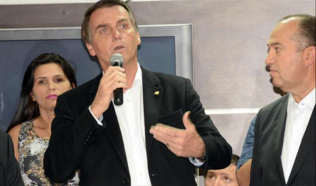 """Depois de falar sobre as pretensões presidenciais do seu partido para 2018, o polêmico deputado federal Jair Bolsonaro (PSC-RJ) citou o processo que corre contra ele por apologia ao estupro, acusação a qual nega; """"Buscam, obviamente, uma maneira de me tornar inelegível em 2018"""", afirmou, durante evento no Tocantins; em dezembro de 2014, quando era do PP, Bolsonaro rebateu um discurso sobre direitos humanos feito pela deputada Maria do Rosário e disse """"Há poucos dias tu me chamou de estuprador, no Salão Verde, eu falei que não estuprava você porque você não merece""""; parlamentar também afirmounão acreditar"""" na possível cassação de seu mandato por ter citado Carlos Alberto Brilhante Ustra, coronel do exército e responsável por torturas na época da ditadura militar, na votação do impeachment"""
