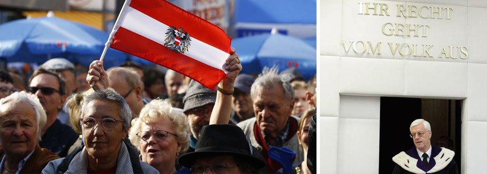 Corte Constitucional da Áustria acolheu recurso da legenda de extrema-direita Partido da Liberdade (FPÖ) e anulou o segundo turno das eleições presidenciais no país, realizadas no último dia 22 de maio; pleito teve como vencedor o candidato apoiado pelo Partido Verde, Alexander van der Bellen, com uma vantagem de 30 mil votos (em um universo de 4,6 milhões) sobre o representante do FPÖ, Norbert Hofer, que havia ganhado o primeiro turno; esta é a primeira vez que a Justiça anula o resultado de um segundo turno na Áustria, em uma sentença motivada por denúncias de irregularidades na apuração em alguns colégios eleitorais