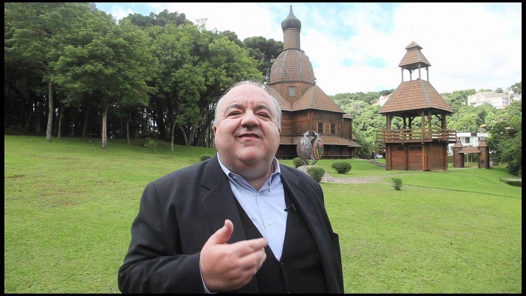 De acordo os números do Ibope, Greca tem 45% das intenções de voto, seguido de Gustavo Fruet (PDT), atual prefeito, que aparece com 16%. Requião Filho (PMDB) tem 8%