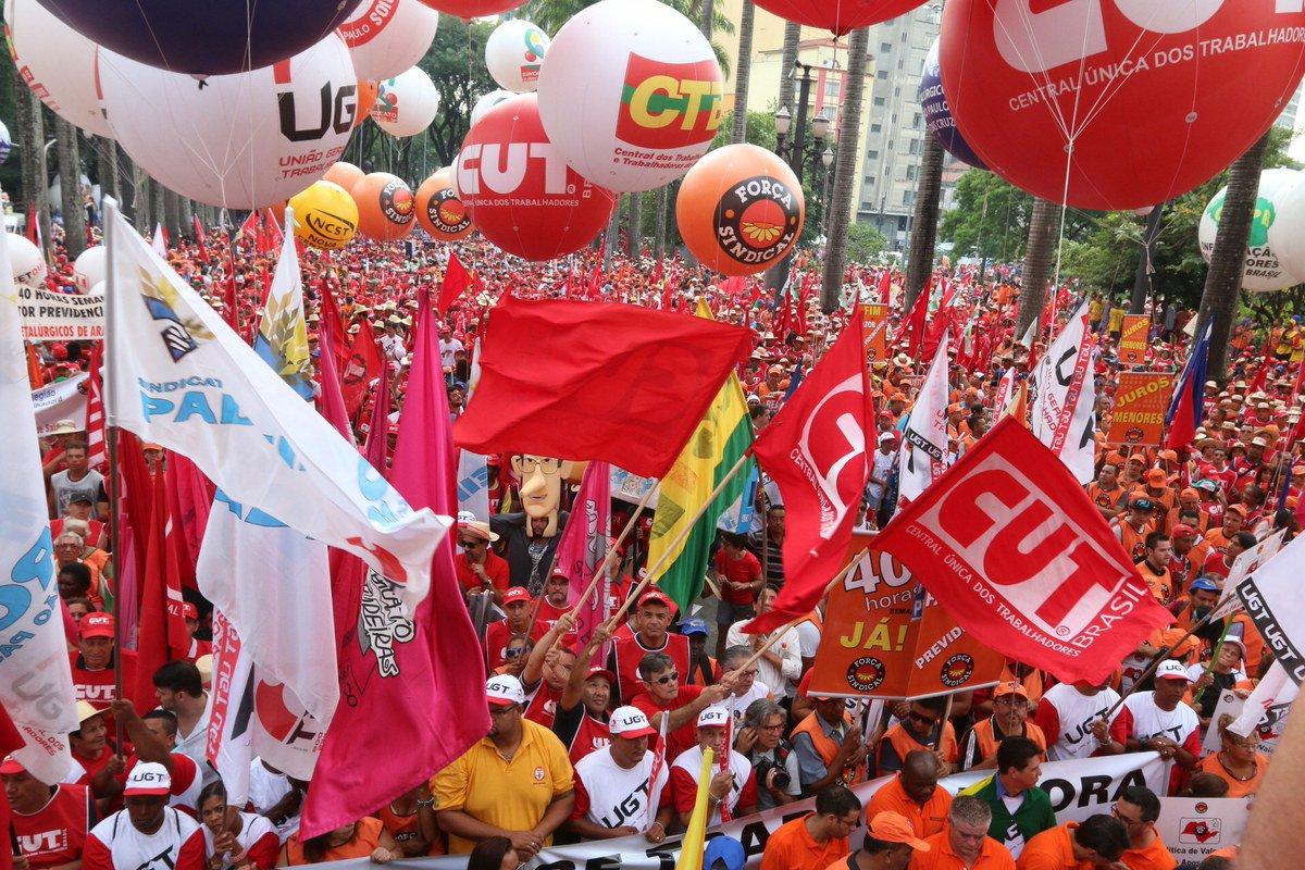 Entidades afirmam que, ao contrário da sugestão de líder empresarial, redução da jornada é que beneficiaria a economia brasileira, ao ampliar oferta de emprego