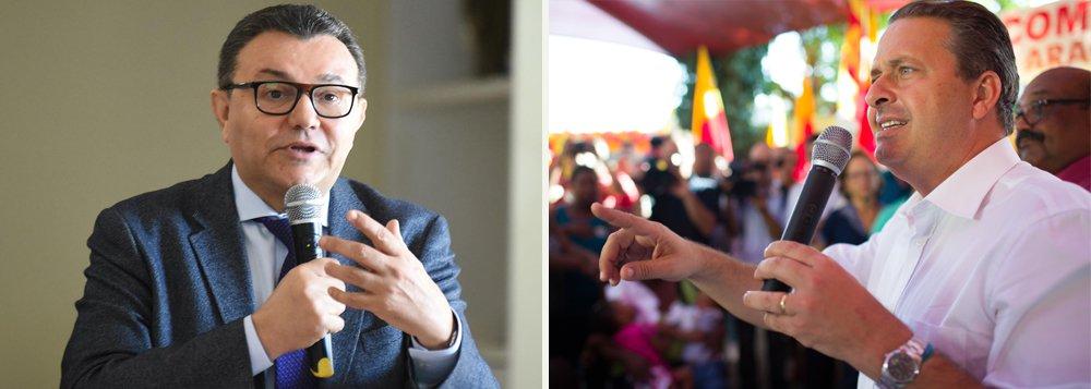 """Em nota, o presidente nacional do PSB, Carlos Siqueira, afirmou nesta terça-feira, que tem """"plena confiança na conduta"""" do ex-governador de Pernambuco e ex-presidente do partido, Eduardo Campos;""""O Partido apoia a apuração das investigações e reafirma a certeza de que, ao final, não restarão quaisquer dúvidas de que a campanha de Eduardo Campos não cometeu nenhum ato ilícito"""", diz Siqueira; segundo a operação Turbulência, da Polícia Federal, um grupo criminoso teria financiado a campanha à reeleição de Eduardo Campos no governo de Pernambuco"""