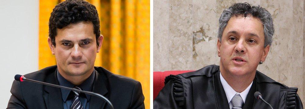 Advogados do ex-presidente Lula questionam na Justiça o grau de proximidade entre o juiz Sérgio Moro e odesembargador João Pedro Gebran Neto, do TRF-4, que julga os processos da Lava Jato em segunda instância; no pedido de suspeição contra Gebran Neto, a defesa de Lula quer saber se Moro é padrinho de batismo dos filhos de Gebran; também questionam se os julgadores foram padrinhos de casamento um do outro; advogados Roberto Teixeira, José Roberto Batochio, Cristiano Zanin Martins e Juarez Cirino dos Santosdestacam a necessidade de transparência no devido processo legal