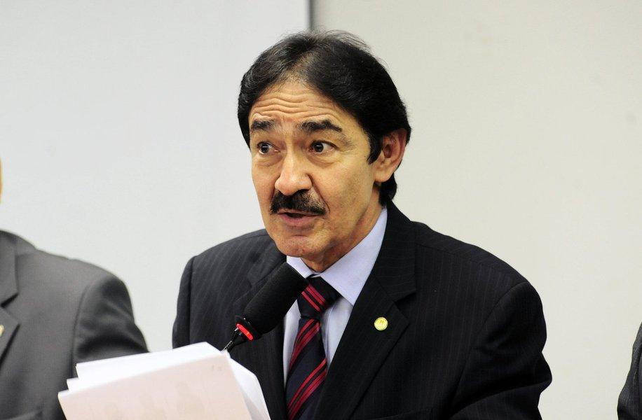 O deputado federal Raimundo Gomes de Matos (PSDB) defende o racionamento de água em Fortaleza e Região Metropolitana para não esgotar as reservas do Estado, que passa pelo quinto ano consecutivo de estiagem. Ontem, a Funceme divulgou que as precipitações durante a quadra chuvosa ficaram 45% abaixo da média histórica