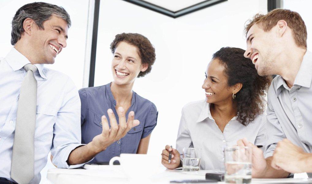 Em 2016, de acordo com uma pesquisa feita pela Gartner,89% das companhias competem tentando agradar seus clientes; funcionários que servem como a cara da organização na relação com seus clientes são literalmente a linha de frente para garantir satisfação e lealdade; um jeito de atingir isso é engajá-los a pensarem sempre adiante, como um verdadeiro líder; uma dica é: não entreviste, proponha dinâmicasno lugar das tradicionais entrevistas de emprego; desse jeito, os melhores candidatos sempre se destacam da multidão; a empresa procura por coisas que não requerem nenhuma sorte ou talento: prontidão, ética de trabalho, linguagem corporal e liderança e habilidade de resolução