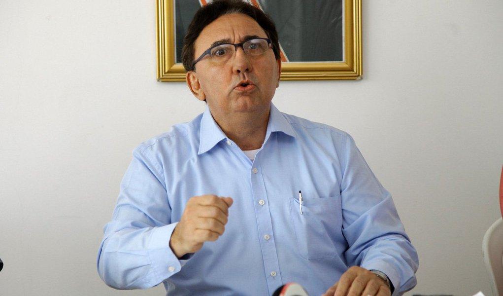 o candidato a prefeito de São Luís pelo PP não apresentou documentos exigidos pela legislação comprovando asuaquitação eleitoral ainda é possível que ele recorra ao Tribunal Regional Eleitoral; mas a situação parece de dificílima reversão