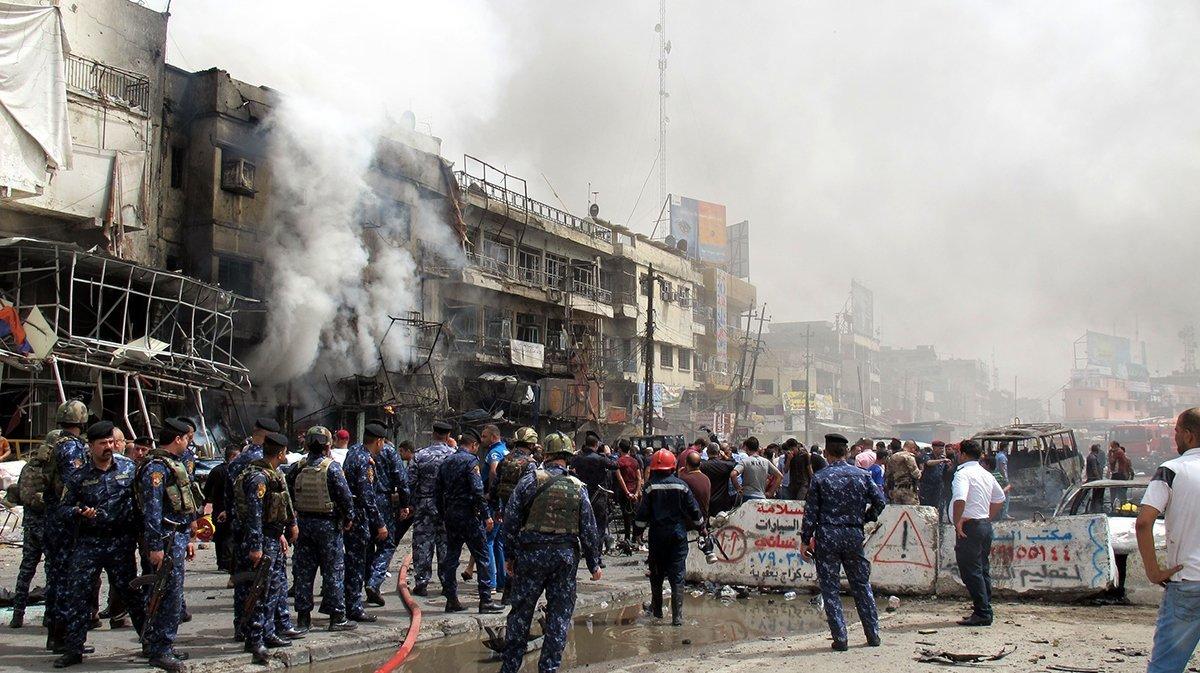 """A Casa Branca condenou neste domingo os ataques à bomba em Bagdá que mataram cerca de 120 pessoas e deixaram 200 feridos, afirmando que isso apenas fortaleceu a determinação dos Estados Unidos em enfrentar os militantes do Estado islâmico; """"Permanecemos unidos com o povo e o governo do Iraque em nossos esforços combinados para destruir o Estado Islâmico"""", disse a Casa Branca em comunicado;no ataque mais grave, um caminhão frigorífico explodiu em Karrada, na zona central de Bagdá, matando 115 pessoas e ferindo ao menos 200"""