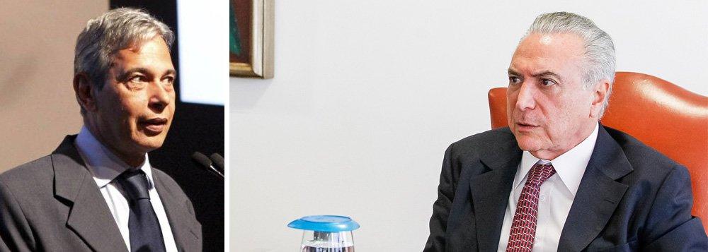 """""""Cunha telefonou a Temer. Não se conhece o teor da conversa. Sabe-se que foi suficiente para instigá-lo a rasgar a madrugada rascunhando a carta-renúncia, recebida às 13h11m de ontem pelo presidente interino da Câmara, Waldir Maranhão. Sabe-se, também, que Temer usou esse telefonema para completar uma cartada iniciada numa noite da semana passada, quando Cunha foi visitá-lo no Palácio da Alvorada. O nome desse jogo: renúncia"""", afirma José Casado"""