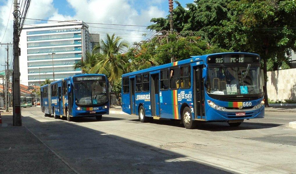 ecretaria de Defesa Social (SDS) registrou 506 assaltos a ônibus na Região Metropolitana do Recife no primeiro smestre deste ano, um aumento de 38,2% em comparação com o mesmo período do ano passado; em 2015, entre janeiro e junho, foram registradas 366 ocorrências, chegando a 799 casos registrados ao longo de todo o exercíci