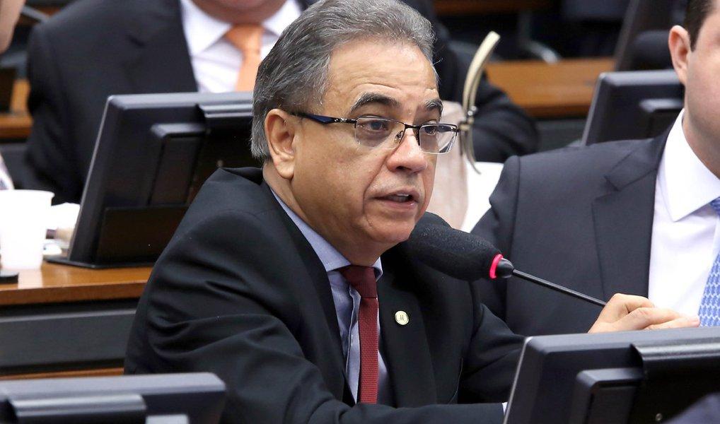 O deputado Ronaldo Fonseca (PROS-DF) foi escolhido hoje (27) para ser o relator do recurso de Eduardo Cunha (PMDB-RJ) na Comissão de Constituição e Justiça (CCJ) questionando os procedimentos do Conselho de Ética que aprovou a cassação do mandato do presidente afastado da Câmara por 11 votos a 9; Fonseca foi escolhido pelo presidente do colegiado, Osmar Serraglio (PMDB-PR), e substituirá o deputado Elmar Nascimento (DEM-BA), até então relator dos recursos de Cunha na CCJ e que renunciou à função no último dia 15;Evangélico da Assembleia de Deus, Fonseca é considerado aliado de Cunha