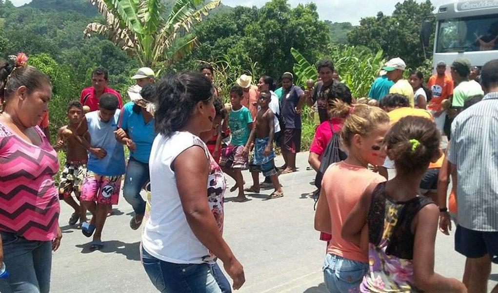 Por volta de 5h30, índios da tribo Wassu Cocal bloquearam trecho da BR-101 que corta a cidade de Joaquim Gomes, na Zona da Mata de Alagoas; o protesto tem como motivação uma demanda da tribo não atendida pelo Departamento Nacional de Infraestrutura de Transportes (Dnit)