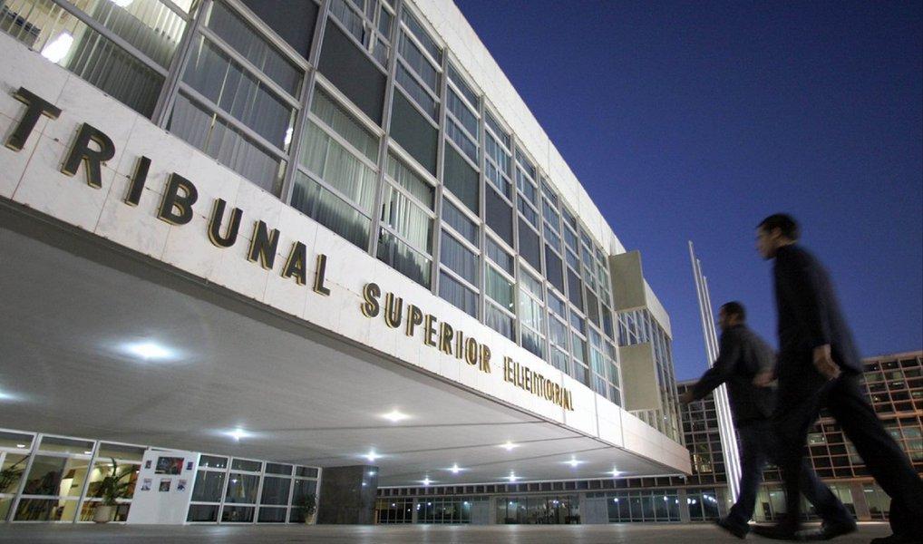 Para o cargo de prefeito, o município que tem o maior limite de gasto de campanha é São Paulo, onde, no primeiro turno, os candidatos a prefeito poderão gastar pouco mais de R$ 45 milhões; no segundo turno, o valor cai para pouco mais de R$ 13 milhões; em 3.794 municípios os gastos estão limitados a até R$ 108 mil