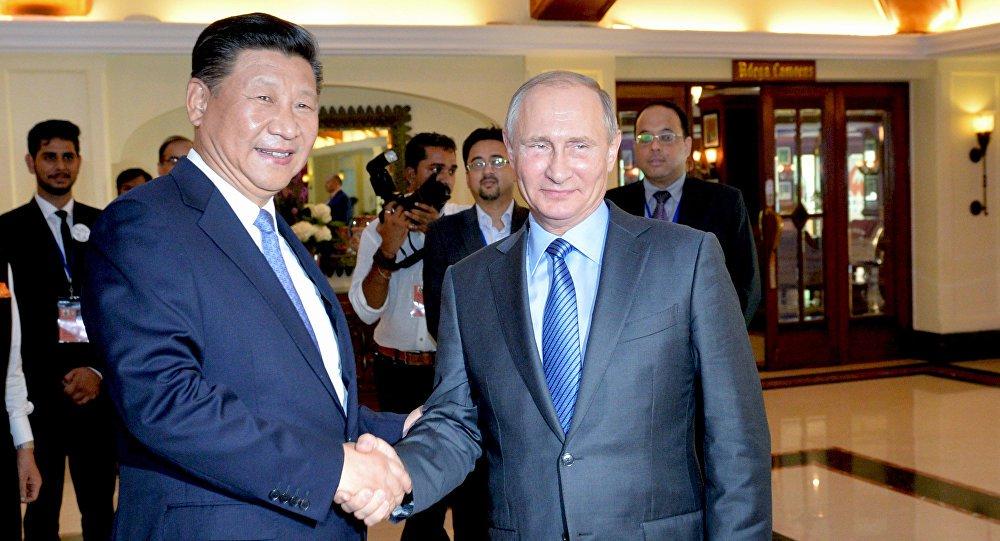 Em meio a crescentes tensões internacionais, os presidentes da Rússia e da China, Vladimir Putin e Xi Jinping, discutiram neste sábado (15), às margens da Cúpula dos BRICS em Goa, a possibilidade de resolução da crise na Síria e a adoção de uma posição conjunta sobre o terrorismo