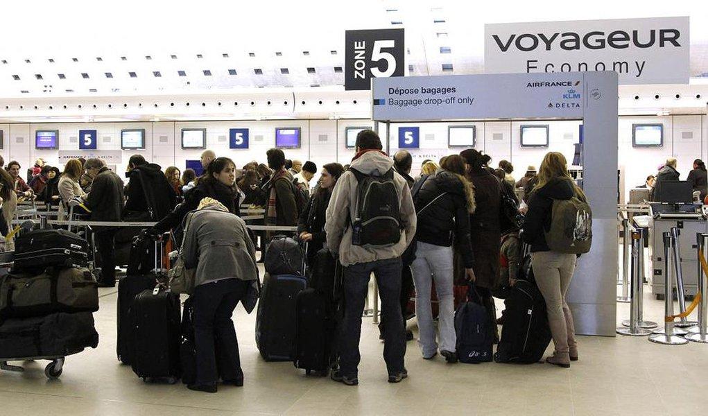 Sindicatos dos controladores aéreos franceses convocaram a décima segunda greve em 13 semanas; principal sindicato da aviação civil disse que a greve reivindica a retirada total da reforma laboral, contestada desde meados de fevereiro;