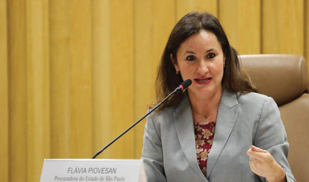 A secretária de Direitos Humanos, Flávia Piovesan, foi constrangida durante a primeira reunião do Conselho Nacional dos Direitos da Criança e do Adolescente; um conselheiro questionou o porquê de ela integrar o governo interino