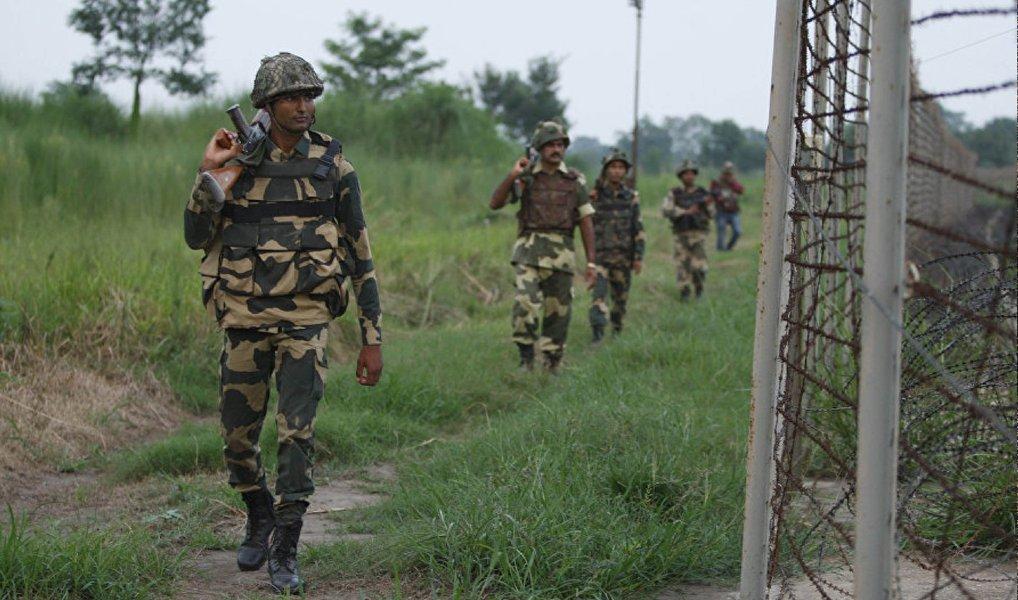 Pelo menos 11 pessoas morreram e outras 200 ficaram feridas nos confrontos entre manifestantes e policiais no estado de Jammu e Caxemira, disputado por Índia e Paquistão; manifestações começaram após Burhan Wani, um comandante do Hizbul Mujahideen, maior grupo islâmico da Caxemira, foi morto junto a outros três extremistas.