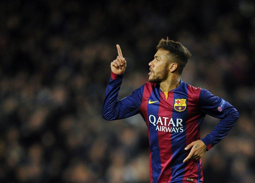 O atacante brasileiro irá assinar um novo contrato de cinco anos com o clube espanhol na sexta-feira; contratado pelo Barça junto ao Santos em 2013, o jogador de 24 anos conquistou nove troféus, incluindo dois títulos do Campeonato Espanhol e a Liga dos Campeões de 2015, na qual ele marcou o gol da vitória por 3 x 1 sobre a Juventus na final