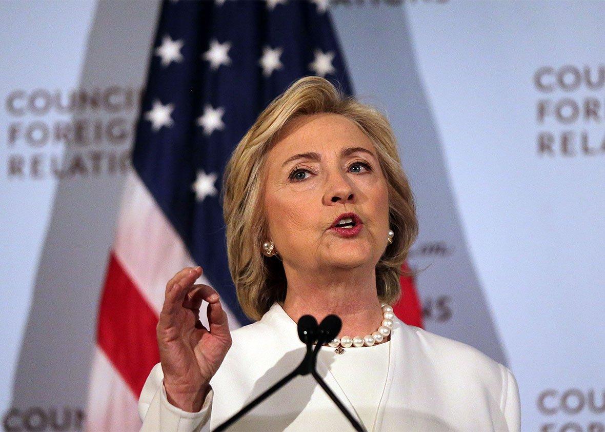 """Candidata à presidência dos Estados Unidos pelo Partido Democrata, Hillary Clinton comentou nesta segunda-feira os recentes ataques a bombas em Nova York e Nova Jérsey. Ela disse que é a única candidata capaz de lidar com os """"problemas do terrorismo"""" no país; segundo a candidata, a ameaça do terrorismo """"é real"""", mas acrescentou que também é real sua determinação de lutar contra o terror; """"Os americanos não vão se acovardar. Vamos prevalecer. Vamos defender nosso país e derrotar a ideologia do mal, contra os terroristas """", disse Hillary"""