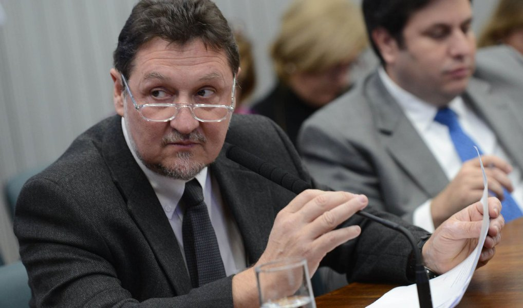 A primeira reunião, na qual foi instalada a Comissão Parlamentar de Inquérito (CPI) da Merenda Escolar da Assembleia Legislativa de São Paulo (Alesp), definiu nesta quarta (22) o deputado Marcos Zerbini (PSDB) como presidente e Adilson Rossi (PSB) como vice-presidente do colegiado; segundo Zerbini, a ideia é que o relator não seja do PSDB, seu partido, ao qual também é filiado o governador do estado, Geraldo Alckmin