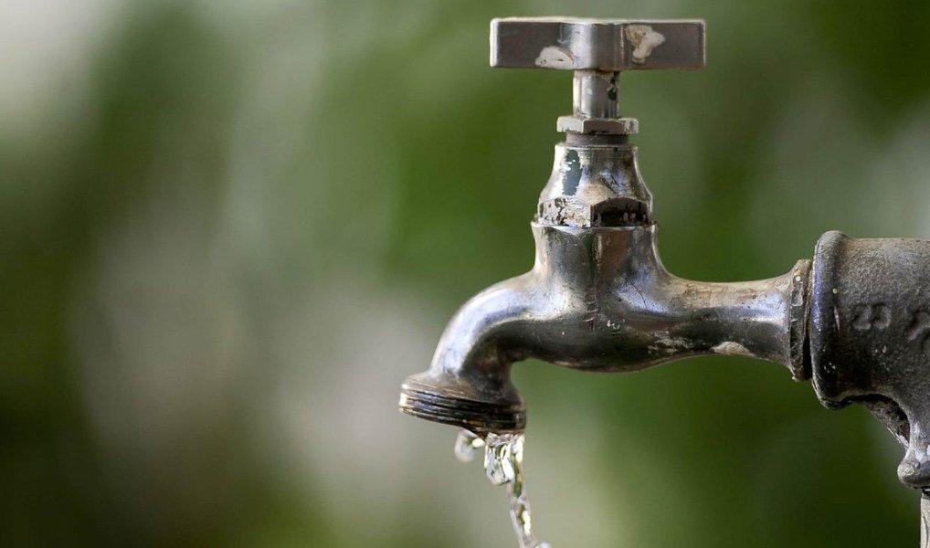 A Agência Reguladora de Serviços Públicos (Arsal) autorizou aumento de 16,5% no abastecimento de água, a partir de 1º de julho, que é cobrado pela Companhia de Saneamento de Alagoas (Casal); reajuste tomou como base o aumento de 8,48% da tarifa da rede elétrica previsto para agosto deste ano, o que elevaria os custos da empresa em 40%