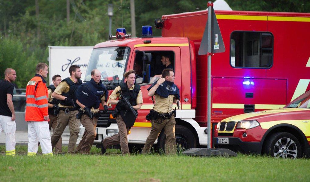 """O Ministério das Relações Exteriores repudiou e condenou o tiroteio ocorrido na tarde desta sexta (22) em Munique, na Alemanha, que deixou pelo menos oito mortos; segundo o Itamaraty, ainda não há informações de vítimas brasileiras; por meio de nota à imprensa, o órgão informou que o governo brasileiro """"condena o ataque"""""""