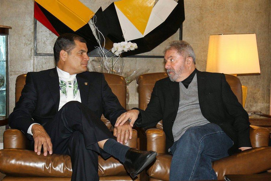 """""""A nova Operação Condor não são somente 'congrezasos', mas também 'cortezasos', utilizando cortes, juízes e promotores com ambições políticas para bloquear candidatos de esquerda que sabem que vencem eleições, como o querido companheiro Lula da Silva"""", afirmou neste sábado o presidente do Equador, Rafael Correa;Correa expressou """"toda nossa solidariedade, admiração, carinho e gratidão"""" a Lula pelo que fez """"pelo Brasil, pela América Latina e pelo mundo"""", """"a quem agora querem acusar de corrupto e utilizam para isso o Poder Judiciário"""""""