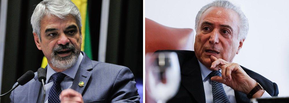 """Senador Humberto Costa (PE) afirmou que Michel Temer ampliou o número de cargos comissionados ainda quando interino para assegurar o impeachment de Dilma Rousseff; segundo o senador, o número total de cargos de confiança e funções gratificadas passou de 107.121, em maio, para 108.514 em 31 de agosto; """"Isso só comprova o que a gente já sabe: que o impeachment de Dilma não foi por crime, foi uma decisão política definida nos cantos escuros de Brasília e por motivos não republicanos"""", disse"""