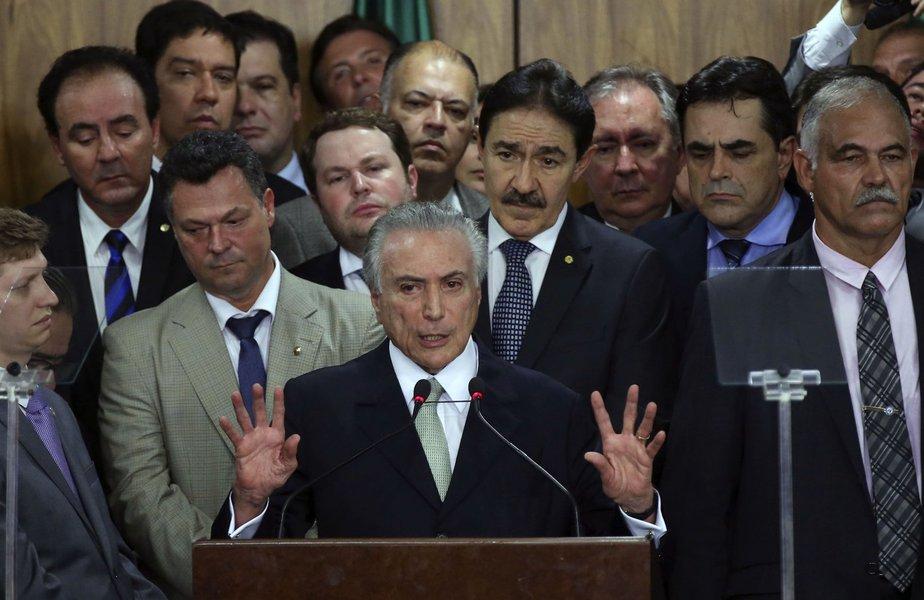 Notadamente descolado de preocupações sociais, o que surge da capa obscura da interinidade é retrocesso e sanha liberal, nos moldes de um estado do salve-se o mais forte jamais imaginado às luzes do republicanismo social típico da tradição brasileira