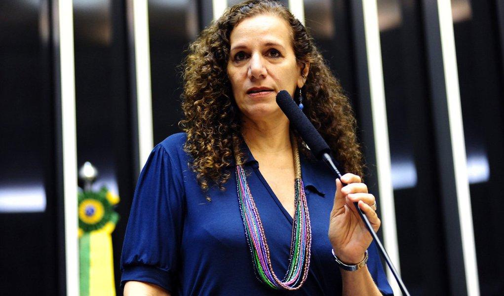 A atuação destacada de Jandira Feghali a tem projeto como grande liderança e incomodado a direita brasileira