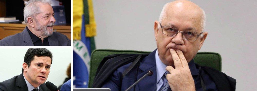 """Jurista Djefferson Amadeus destaca que """"a decisão do ministro Teori Zavascki, de devolver o processo ao juiz Sergio Moro pode ser considerada desumana"""", já que o juiz federal do Paraná não poderia julgar o caso com """"imparcialidade """"em referência as interceptações telefônicas deconversas entre Lula e Dilmafeitas por Moro ; """"se o juiz Sergio Moro tomou para si a gestão da prova; produziu uma prova e esta foi considerada ilícita pela Suprema Corte, em nenhuma hipótese o processo do ex-presidente Lula poderia ter sido remetido a ele"""", afirma"""