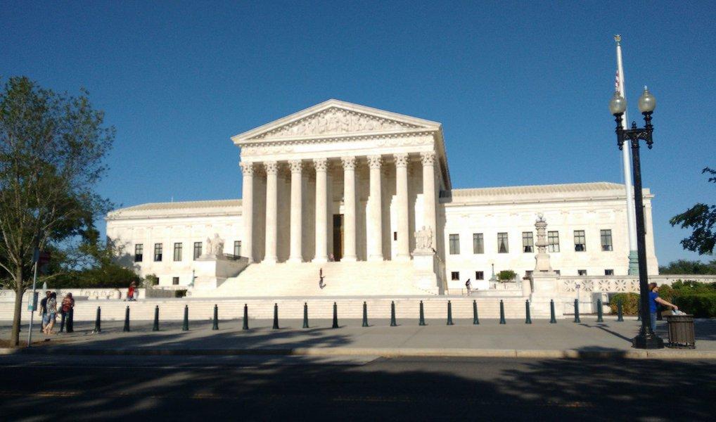 Com quatro votos a favor e quatro contra, a Suprema Corte dos Estados Unidos vetou nesta quinta-feira (23) o plano para imigração anunciado pelo presidente Barack Obama em novembro de 2014