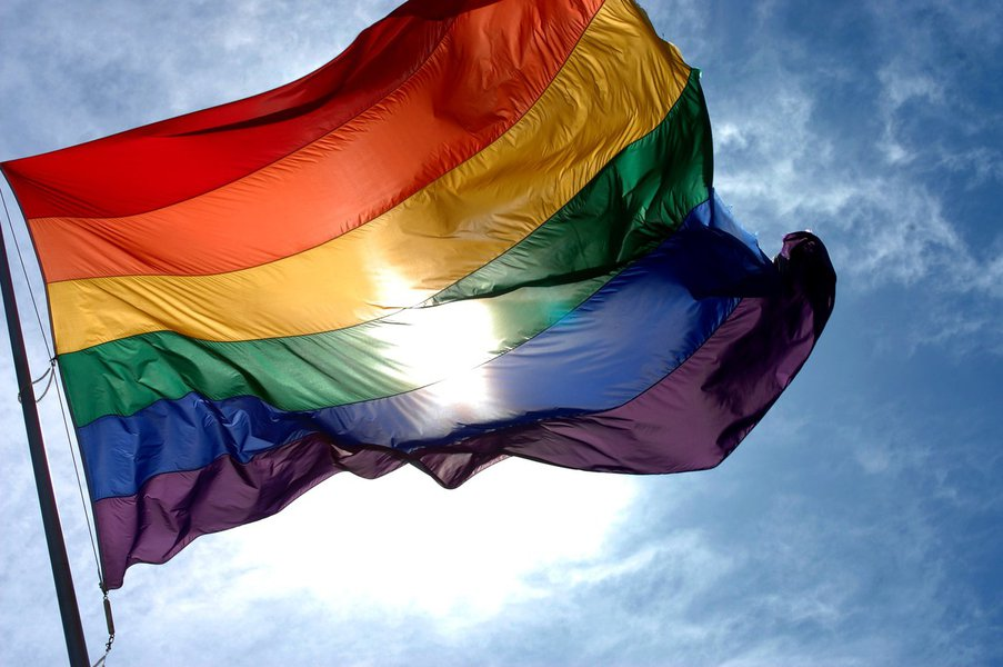 A recomendação do Ministério Público do Estado do Ceará, expedida nesta quarta (27), é válida para as escolas públicas de Fortaleza e as gerenciadas pelo Governo do Estado. A medida visa garantir a utilização do uso do nome social de lésbicas, gays, travestis, transexuais e intersexuais (LGBTI)
