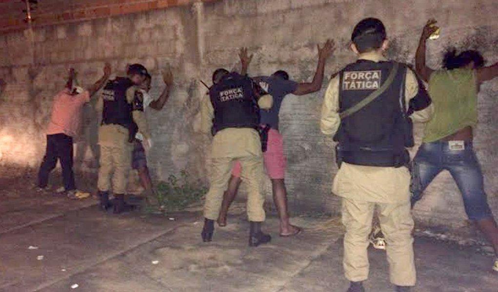 Em visita à cidade de Araguaína, o comandante geral da PM coronel Glauber de Oliveira Santos, autorizou a execução do projeto de ampliação das ações de Força Tática (FT) no Estado, o que viabiliza a atuação desse grupamento nos mesmos moldes da Força Nacional, através do remanejamento de parte do efetivo das unidades do Tocantins que possuem a Força Tática; o município de Araguaína será o primeiro a receber a ação da Força Tática, com previsão de emprego de 20 policiais militares, a partir da próxima terça-feira (26) por tempo indeterminado; a cidade já teve 54 homicídios este ano e, como consequência, a prefeitura enviou um ofício ao Ministério da Justiça pedindo ajuda da Força Nacional