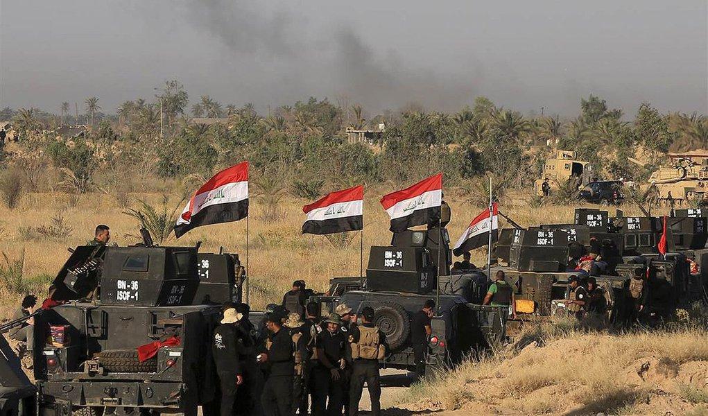 """O Iraque anunciou neste domingo, 26, que recapturou o último distrito de Fallujah controlado por militantes do Estado Islâmico; """"Anunciamos deste local, no centro do distrito de Golan, que ele está livre do terrorismo e a boa notícia aos iraquianos de que a batalha de Fallujah terminou"""", afirmou o tenente-general Abdul Wahab al-Saidi, em pronunciamento na TV estatal; Estado Islâmico controlada a cidade desde janeiro de 2014 e a ofensiva começou há mais de um mês; mais de 30 mil civis fugiram de Fallujah em apenas três dias, na semana passada"""