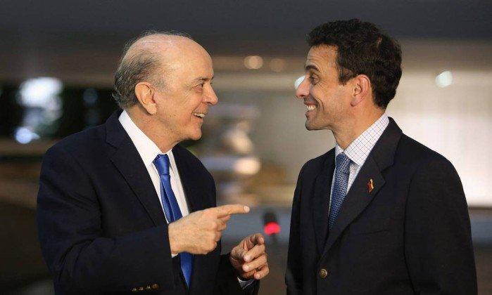 Os brasileiros e brasileiras não vão permitir que Serra entregue o pré-sal, que abandone o Mercosul e os Brics, e que aja para que voltemos a ser apenas capachos dos EUA e das multinacionais