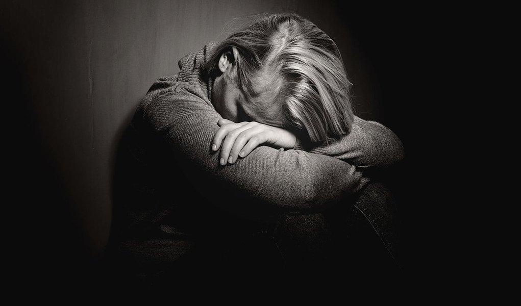 Levantamento do IBGE sobre a ocorrência de depressão entre a população em idade ativa abrange o contingente de pessoas com idade acima de 18 anos e indica, ainda, que 12,6% da população fora do mercado tomavam algum tipo de remédio para dormir