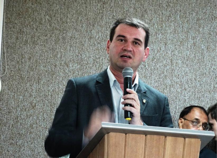Em Brasília, o secretário do Trabalho e Desenvolvimento Social do Ceará,Josbertini Clementino, negocia dois acordos com o Banco Interamericano de Desenvolvimento (BID), que podem garantir um repasse de US$ 50 milhões ao Ceará. Os acordos dizem respeito a questões pendente dos programas Proares e Proares III