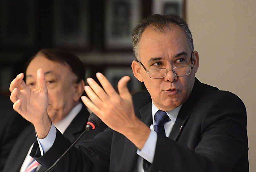 O secretário de Recursos Hídricos do Estado, Francisco Teixeira, irá apresentar as iniciativas do Governo para enfrentar o problema da seca no Estado, em debate nesta quarta (22), na Assembleia Legislativa. Em 2016, o Ceará passa pelo quinto ano seguido de estiagem