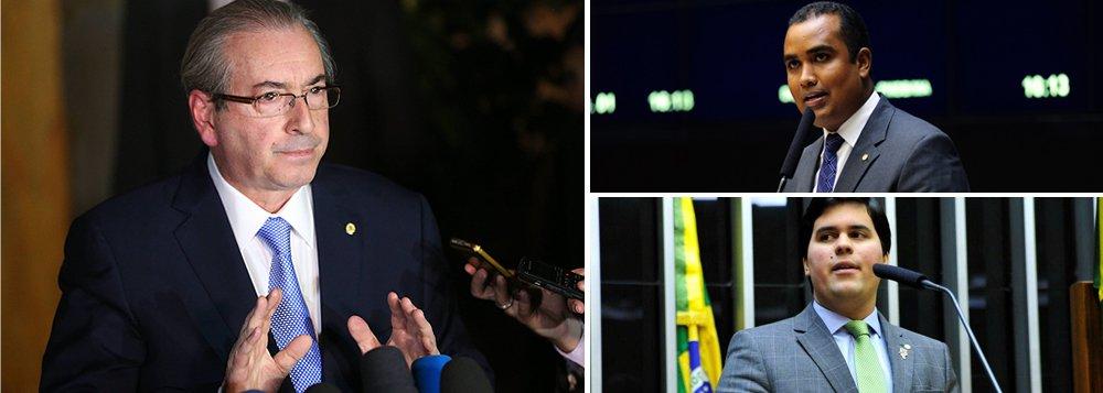 Dois deputado federais do Conselho de Ética da Câmara que atuam pelo Maranhão votaram contra a cassação do presidente afastado da Casa, Eduardo Cunha (PMDB-R):Alberto Filho (PMDB) eAndré Fufuca (PP); o peemedebista é filhodo prefeito de Babacal (MA), José Alberto Oliveira Veloso, e votou a favor do impeachment da presidente afastada Dilma Rousseff; o progressista, que também votou pelo afastamento de Dilma, éinvestigado no STF por corrupção eleitoral; um reflexo da estreita relação entre Fufuca e Cunha é que, entre abril de 2015 e março de 2016, o parlamentar do MA pagou R$ 92 mil por serviços em mídias sociaisa uma empresa ligada à publicitária DanielleDytzda CunhaDoctorovich, filha de Cunha