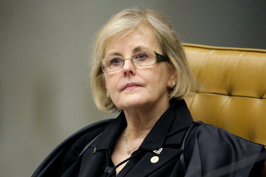A ministra Rosa Weber deverá decidir sobre o pedido do Tribunal Regional Eleitoral do Ceará para deslocar tropas federais para garantir a segurança do segundo turno das eleições de Fortaleza.A solicitação foi provocada pelas denúncias feitas por juízes das zonas eleitorais da capital, de arbitrariedades de setores da Polícia Militar do Ceará, no primeiro turno