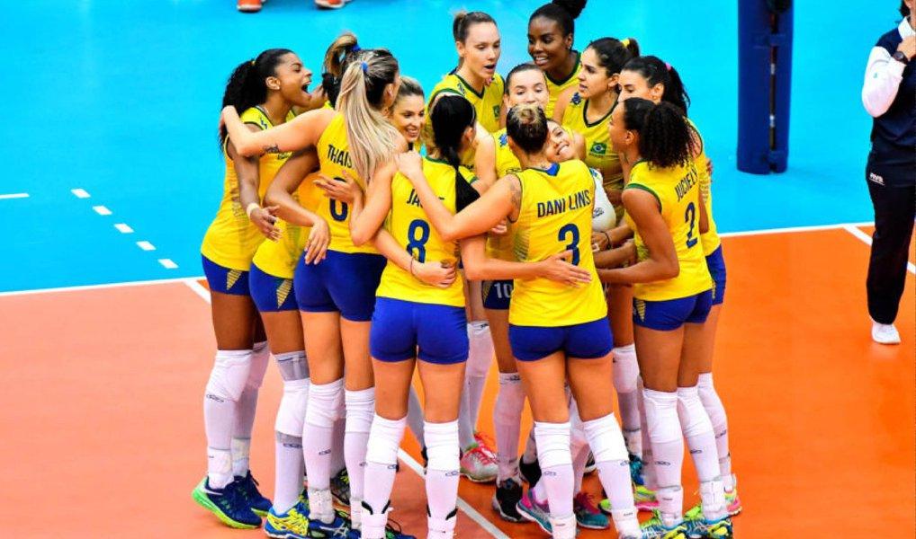 Seleção feminina de vôlei, que se prepara para os Jogos Olímpicos do Rio, venceu, no Huamark Indoor Stadium, em Bangcoc, na Tailândia, a Holanda por três sets a zero e se credenciou para disputar a final da competição internacional; final será decidida com os Estados Unidos neste domingo (10)